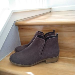 Universal Thread grey ankle boots size 9.5